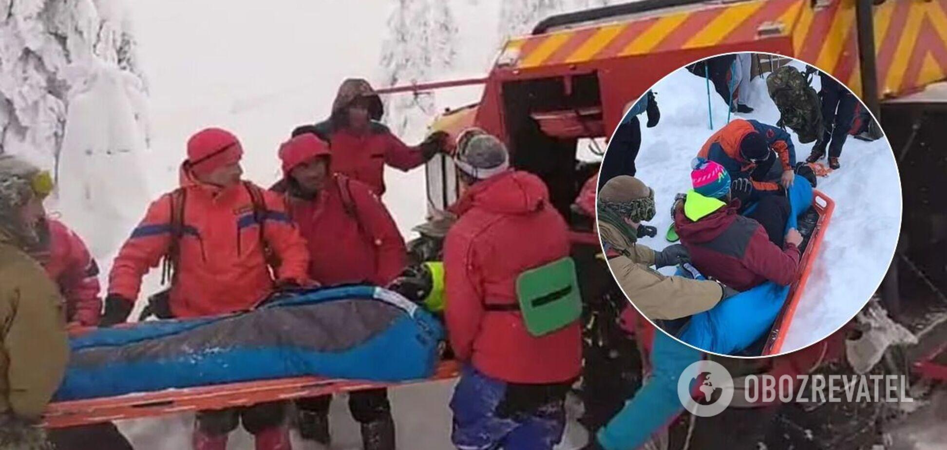 Носилки с туристом поклали в вездеход 'Богун'