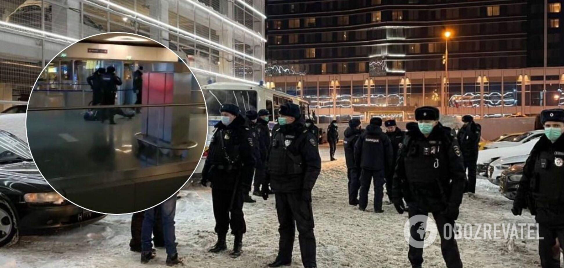 Задержания в аэропорту 'Внуково'