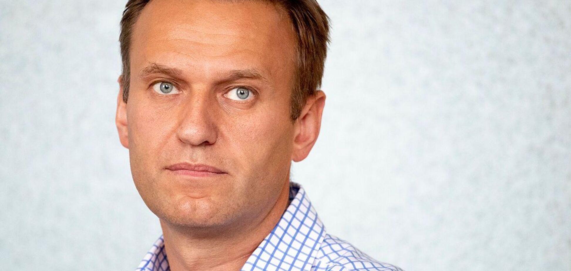 Навальному устроили выездной суд в отделе полиции. Первые кадры