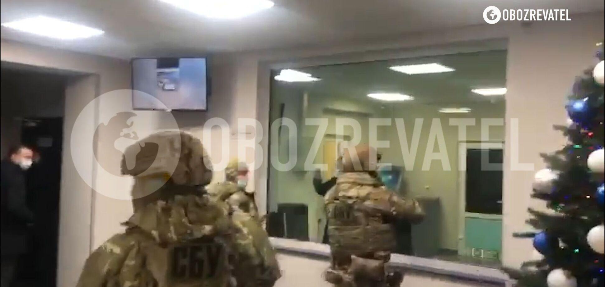 СБУ 'штурмом' взяла відділення поліції під Києвом