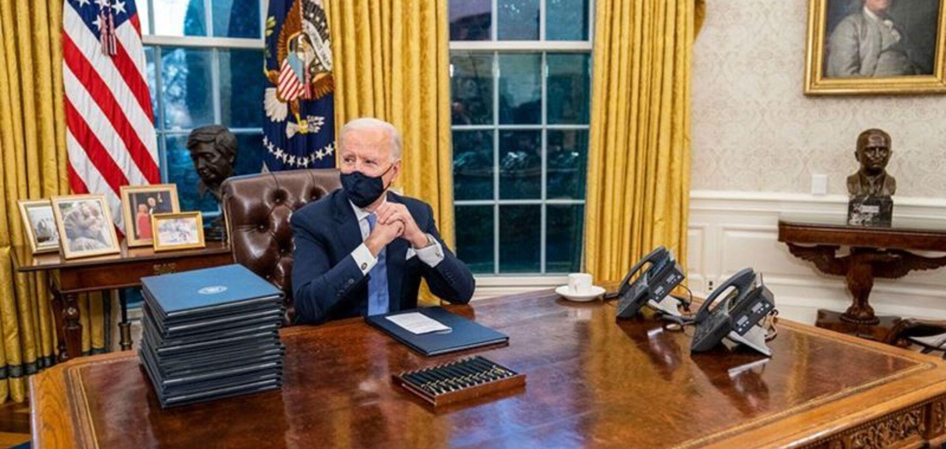 Джо Байден в Овальном кабинете