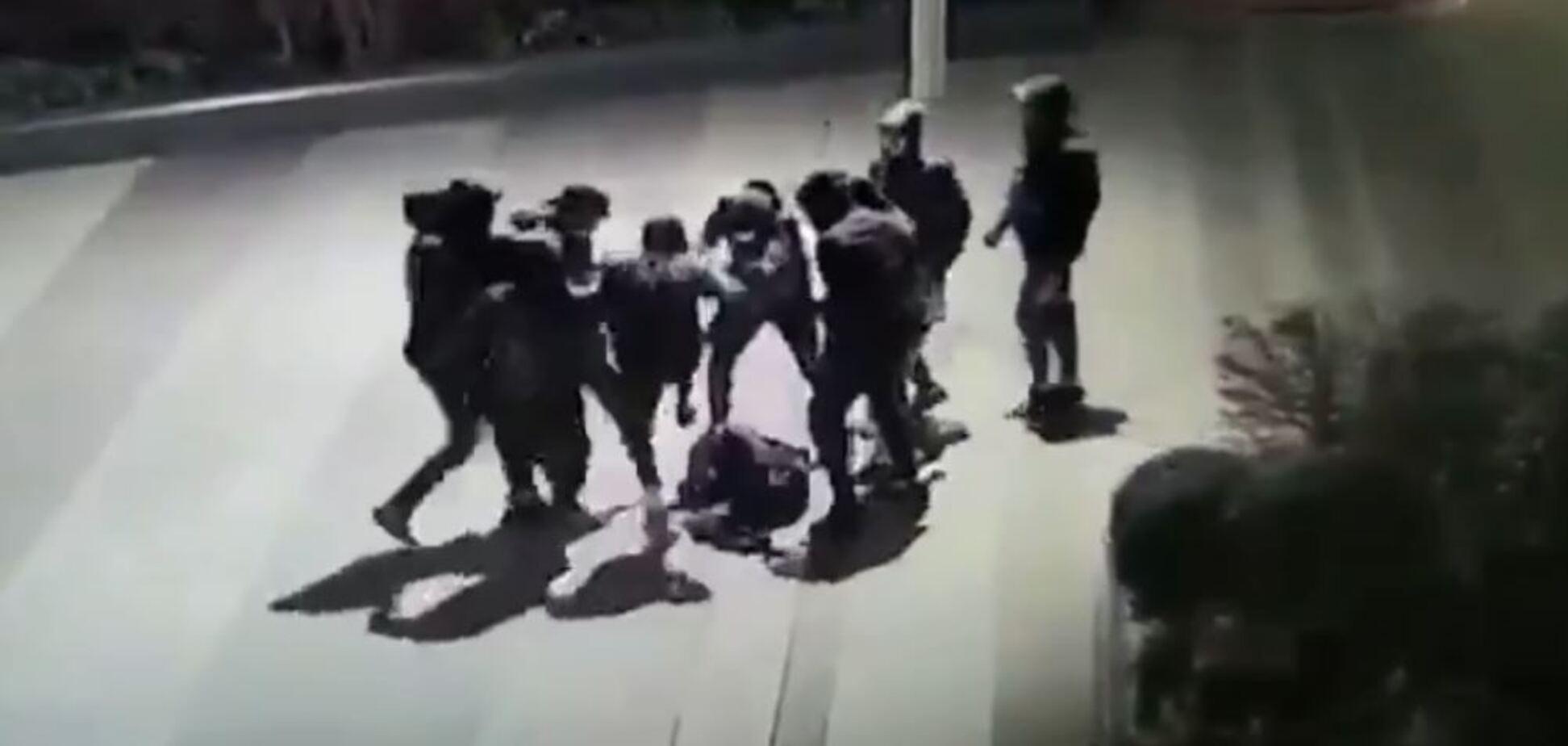 Избиение украинца попало на видео