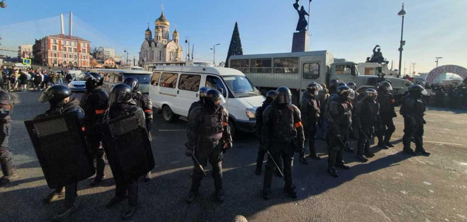 У Росії почалися зіткнення ОМОНу з протестувальниками, пролунали постріли. Відео