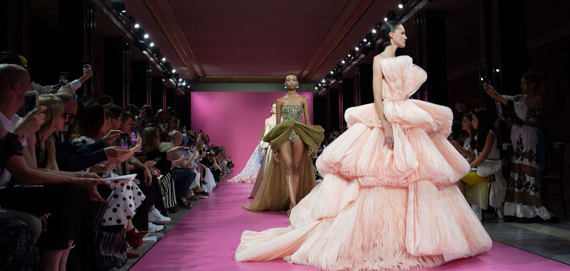 В Париже стартовала Неделя высокой моды