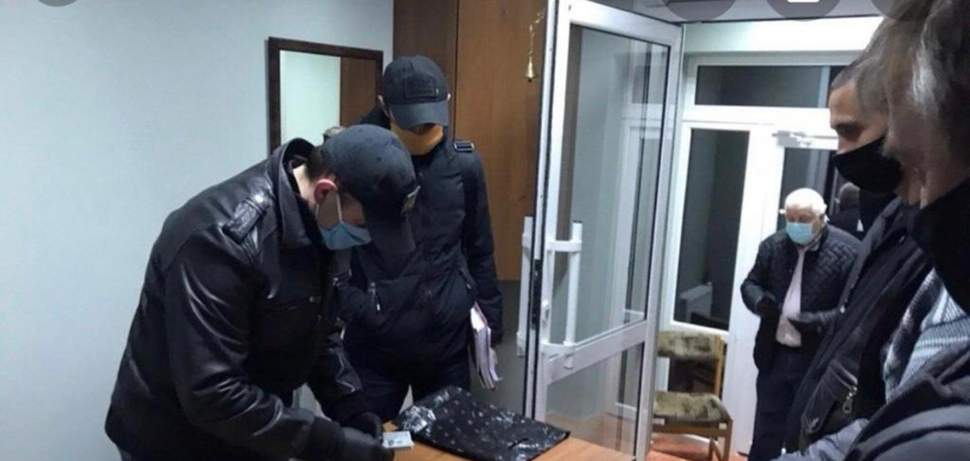 Попавшийся на взятке сотрудник ГФС может вернуться на службу–СМИ