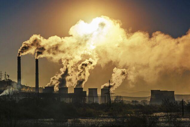 Принятие закона о промышленных выбросах повредит экономике, – эксперт