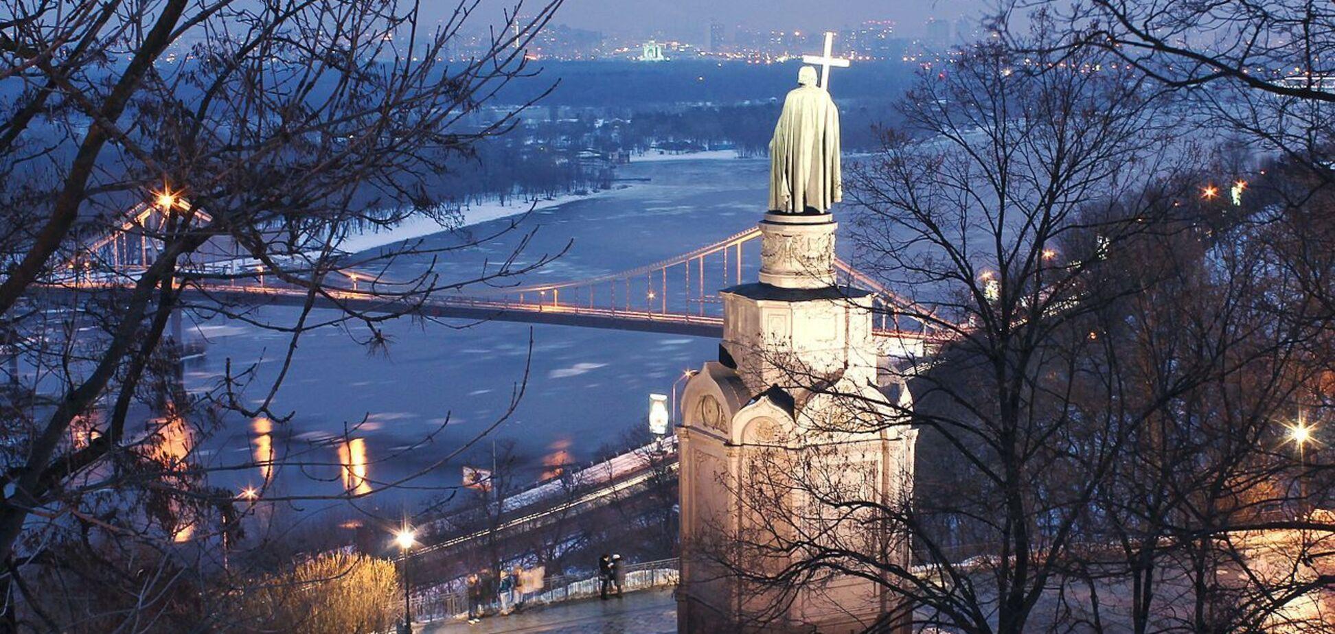 На снимках можно увидеть первый постоянный мост столицы