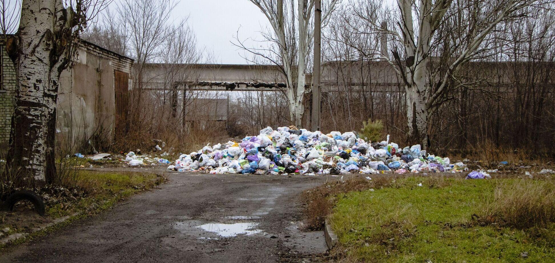 Біля гуртожитків 'Дніпропетровського трубного заводу' утворилися сміттєзвалища