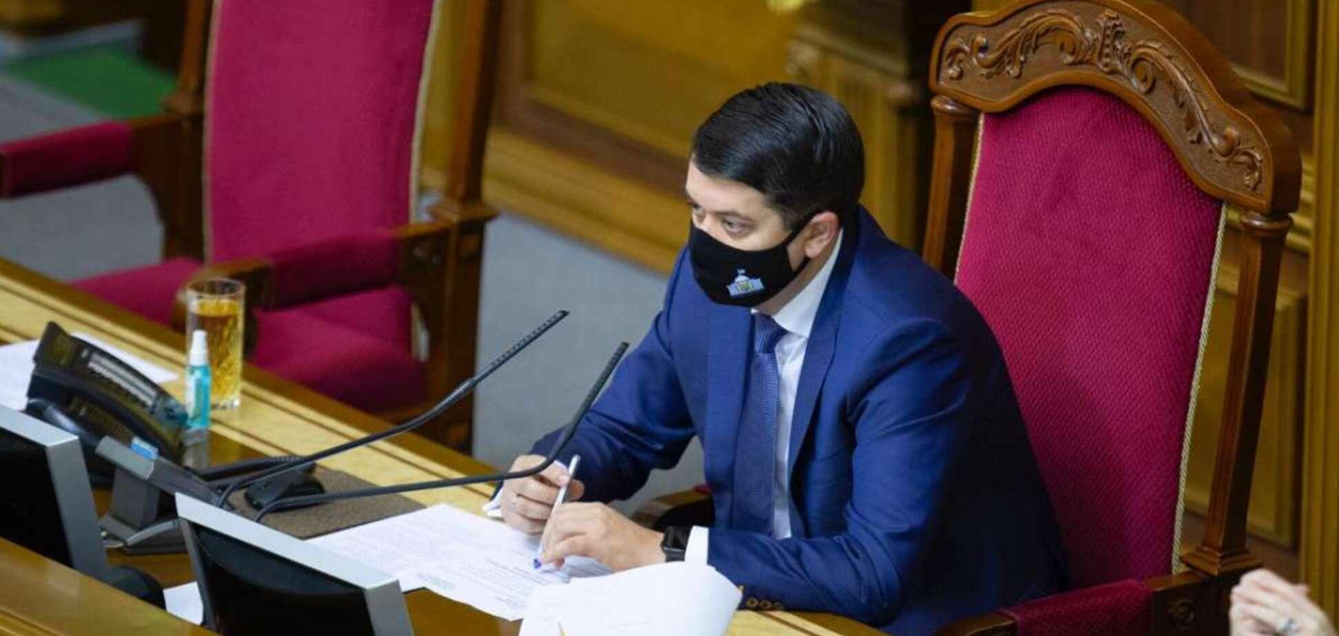Разумкова попросили снять с рассмотрения законопроект о выбросах