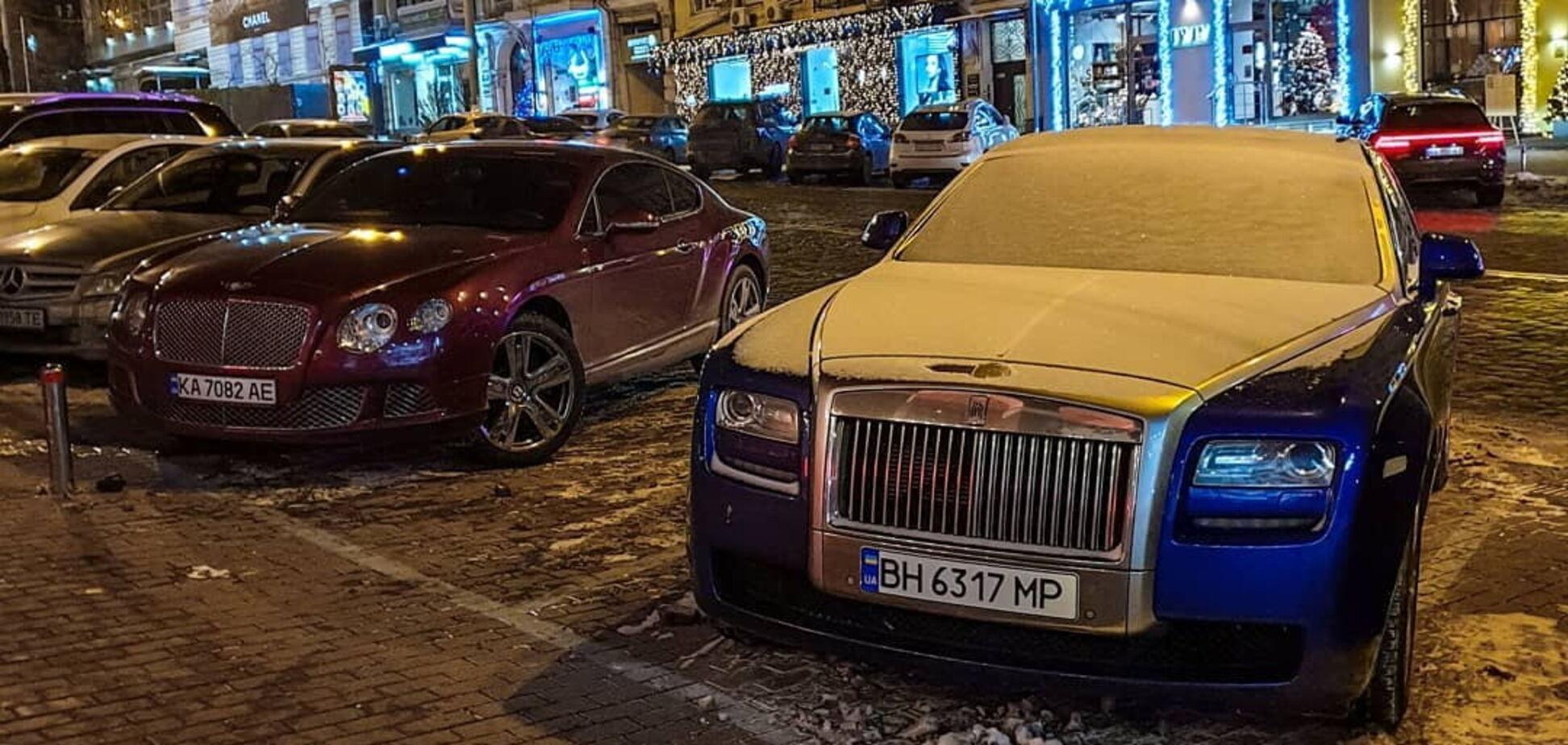 У Києві помітили на парковці два суперкари-конкуренти на мільйон