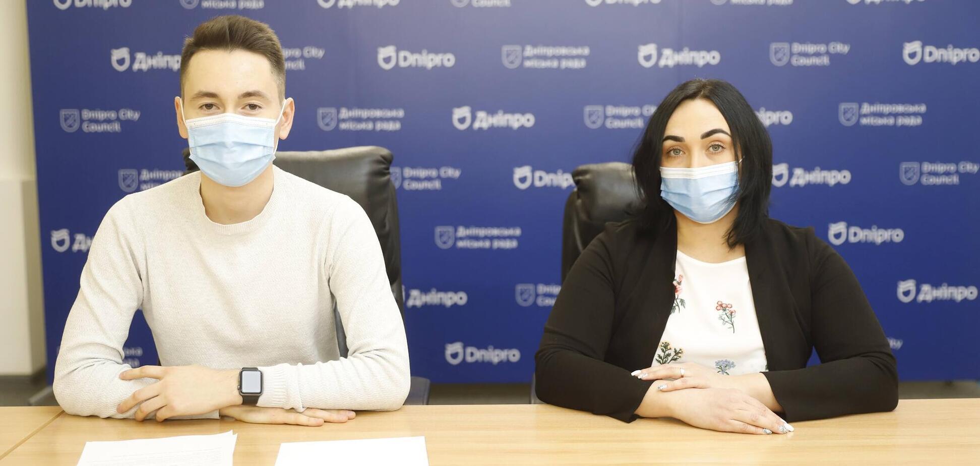 В Днепровском горсовете сообщили, что 40 тыс. Школьников получили новые ученические билеты