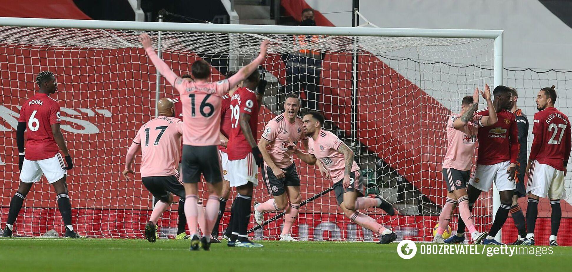 Игрок 'Шеффилда' празднует гол в ворота 'Манчестер Юнайтед'