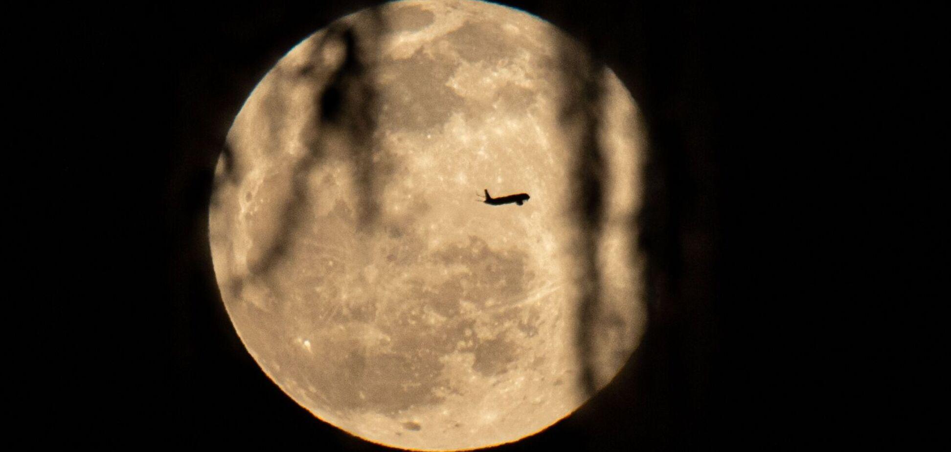 Вовчий місяць, який зійшов над Вінтер-Парком, Флорида