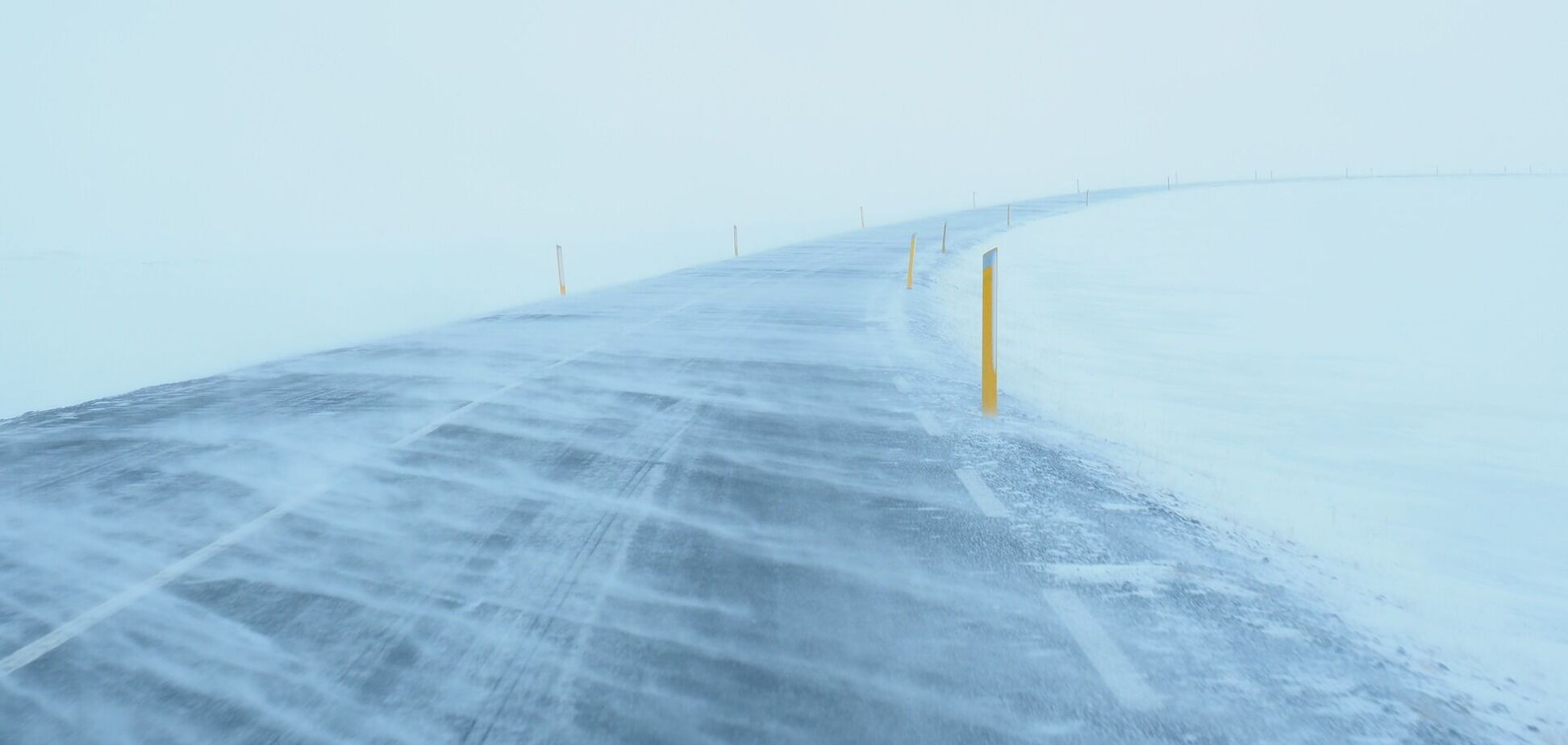 В Украину придет сильный ветер со снегом и дождями: прогноз погоды на понедельник