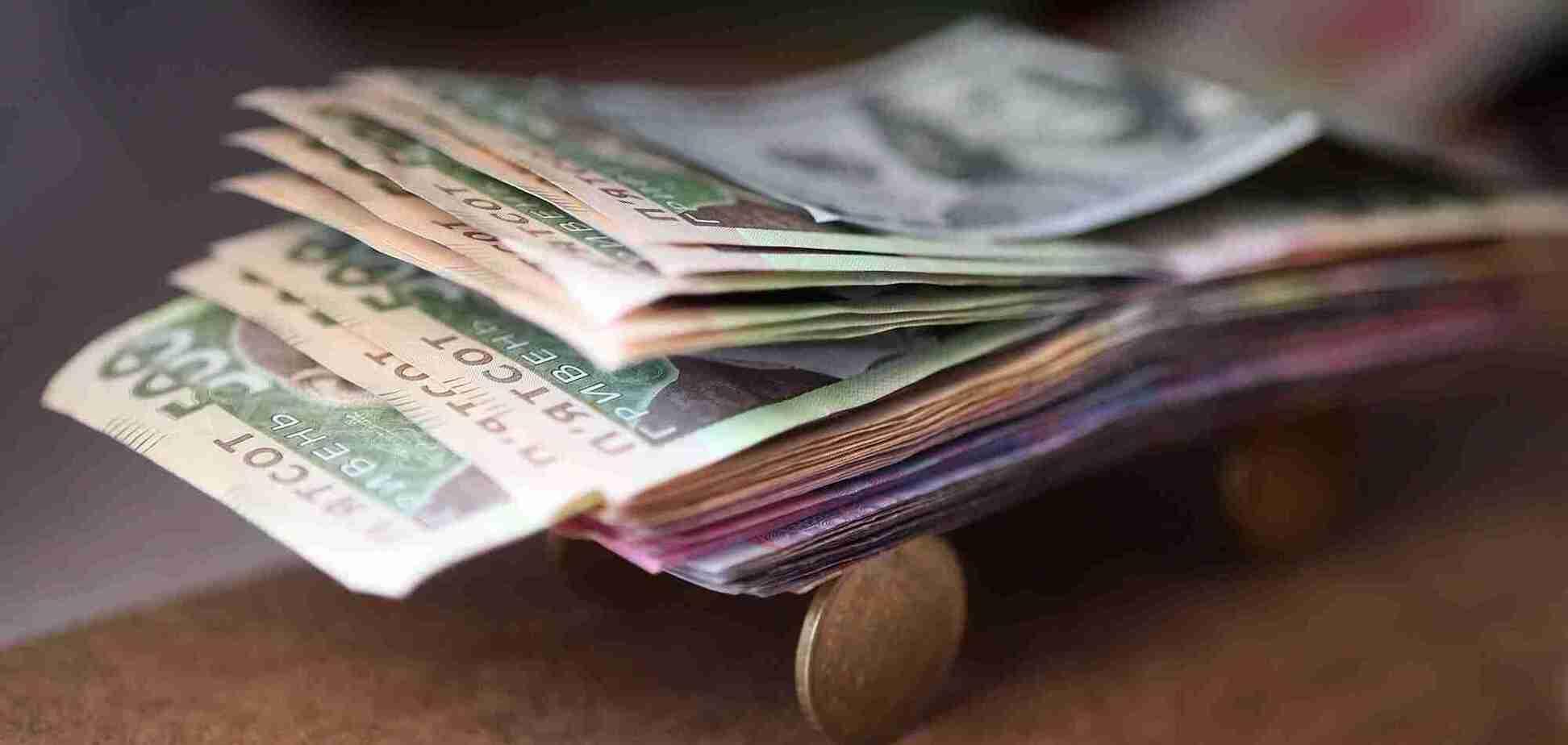 В Україні набрав чинності закон про 'карантинні' 8 тис. грн