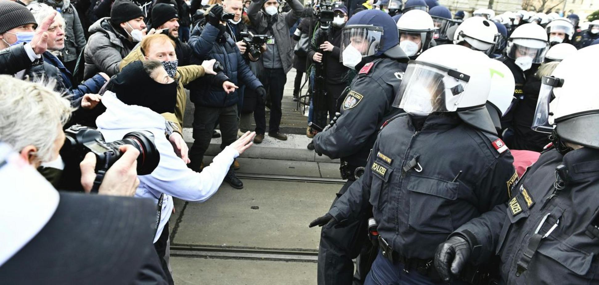 Мітинги супроводжуються заворушеннями і затриманнями