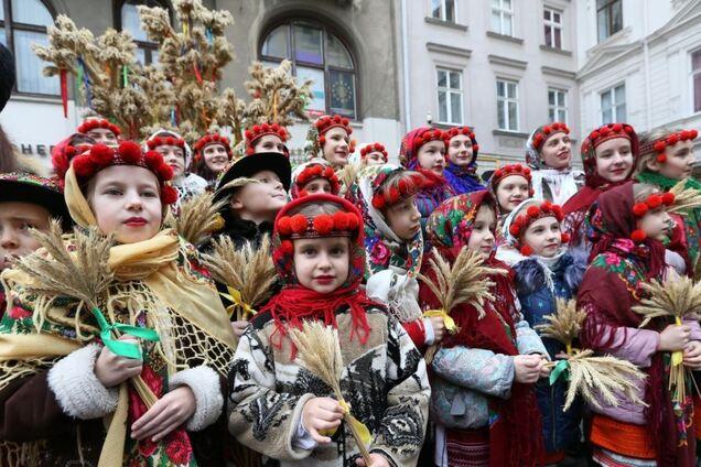 Коли колядують, щедрують і посівають в Україні 2021 року: дати і традиції