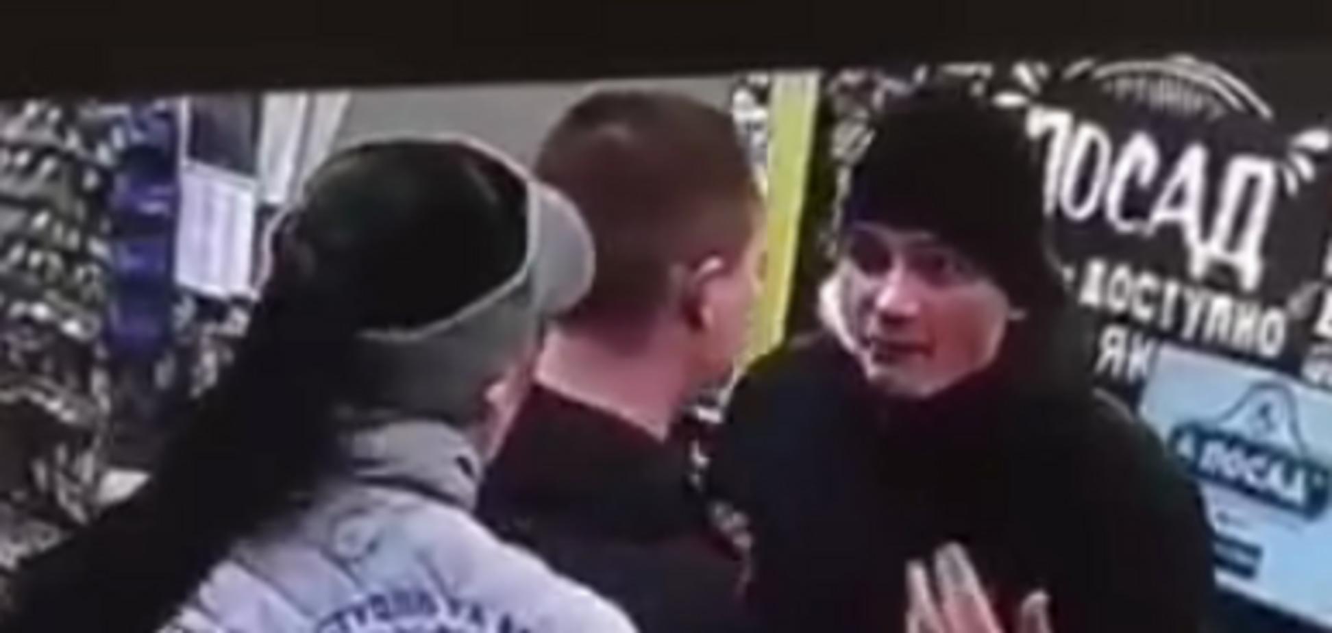 У Харкові чоловік вдарив продавця в супермаркету ногою по обличчю