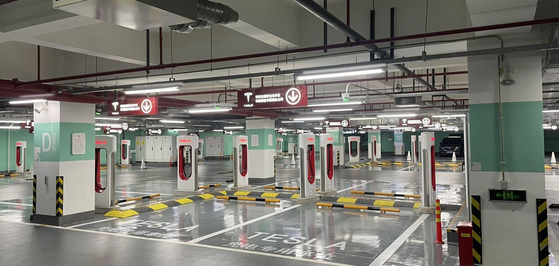 Найбільша зарядна станція Tesla відкрилася в Шанхаї