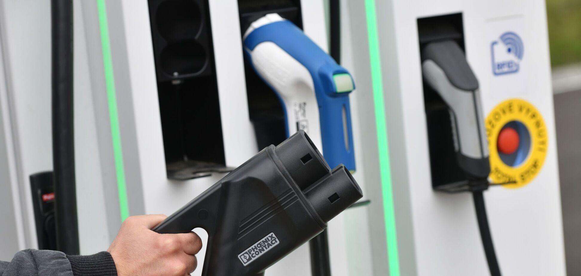 У Норвегії досягли рекордних продажів електромобілів та гібридів