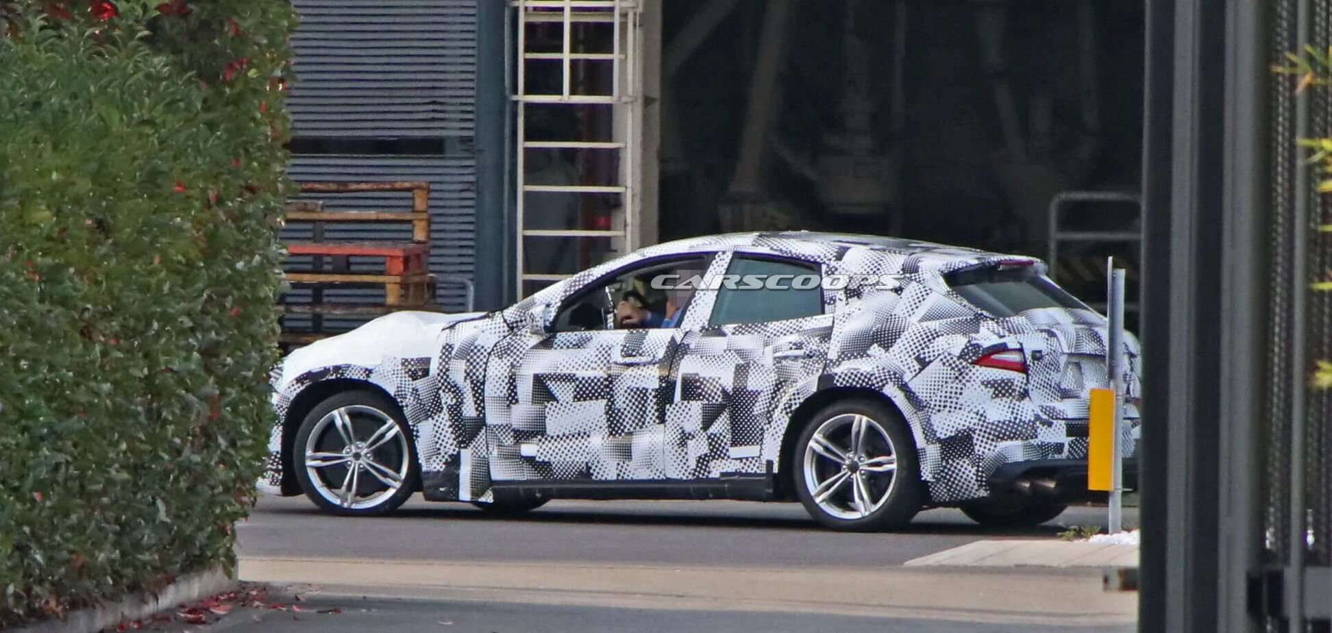 У Ferrari планують запропонувати фанам відразу три SUV