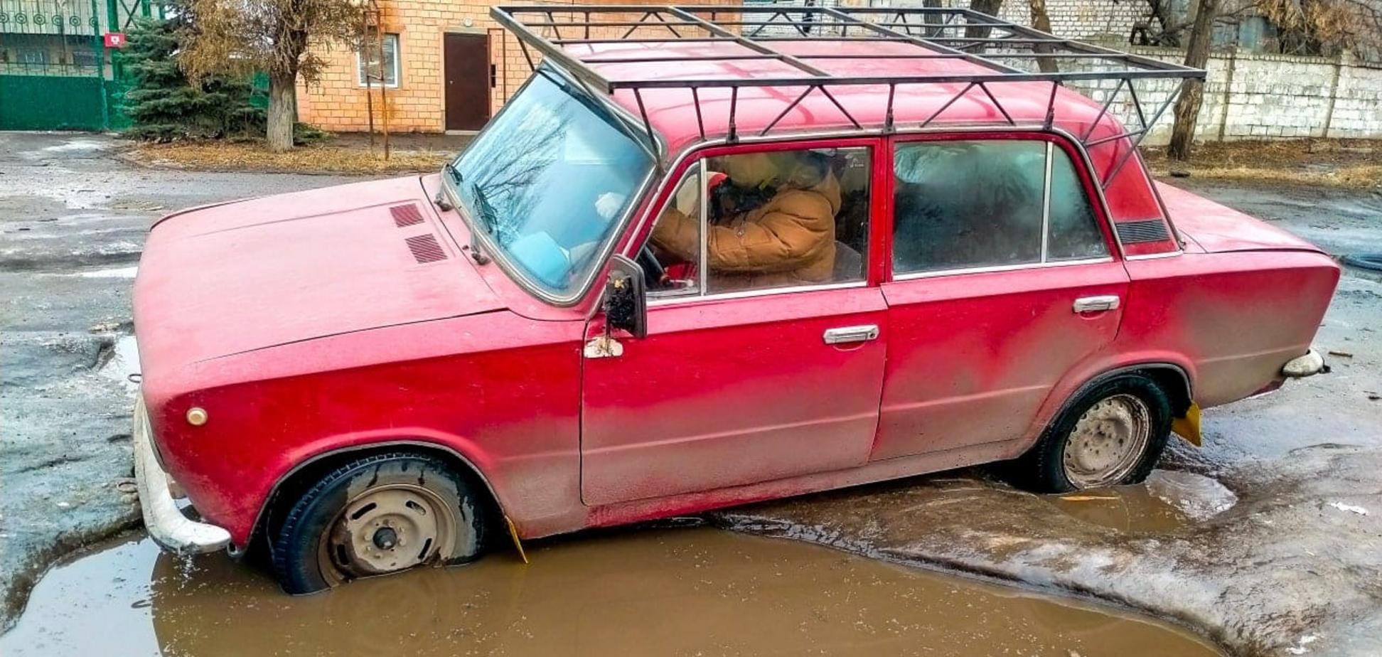 Блогер показал качество дорог в Луганске: 'танки НАТО не пройдут'