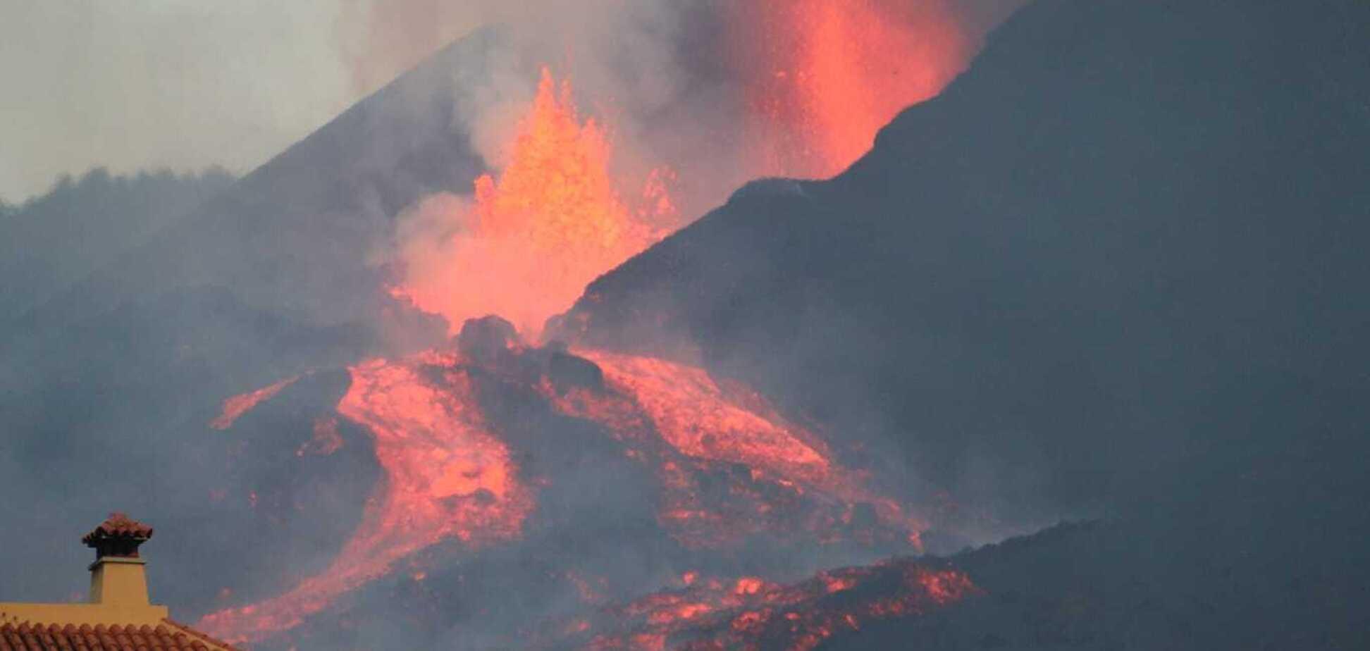 В Іспанії через виверження вулкана вулиці вкрилися попелом