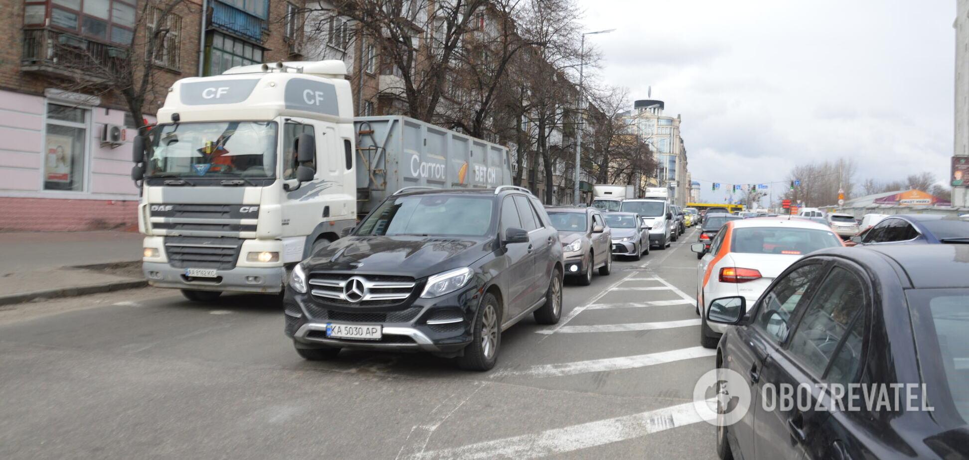 На столичных улицах образовались тянучки
