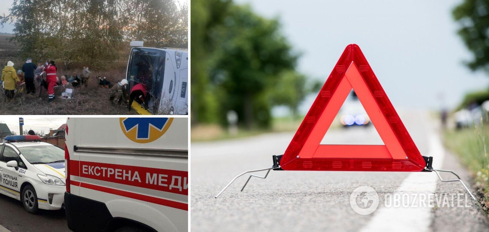 На Полтавщине перевернулся пассажирский автобус: водитель погиб, много пострадавших. Фото