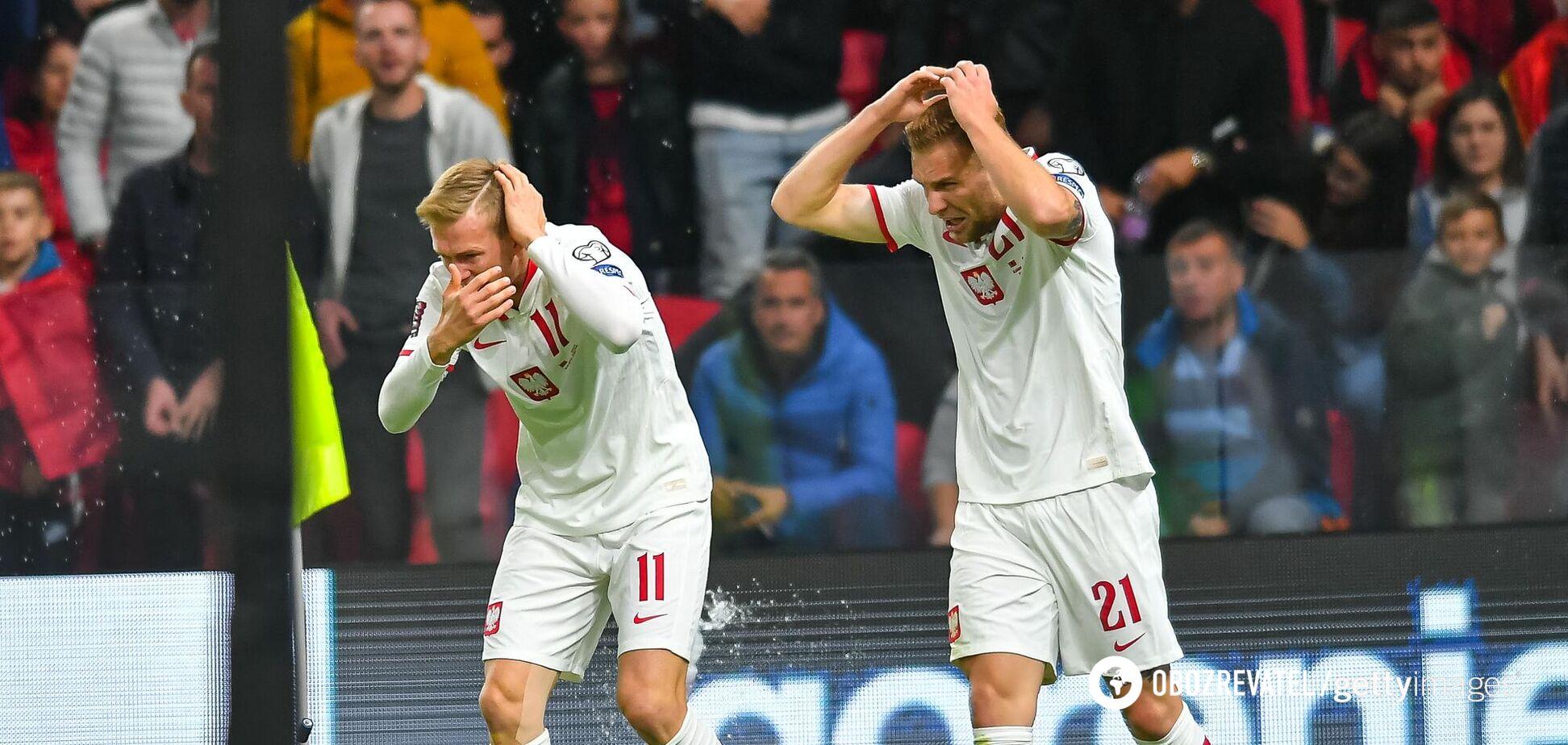Фанати закидали футболістів пляшками і зупинили матч Албанія – Польща. Відео