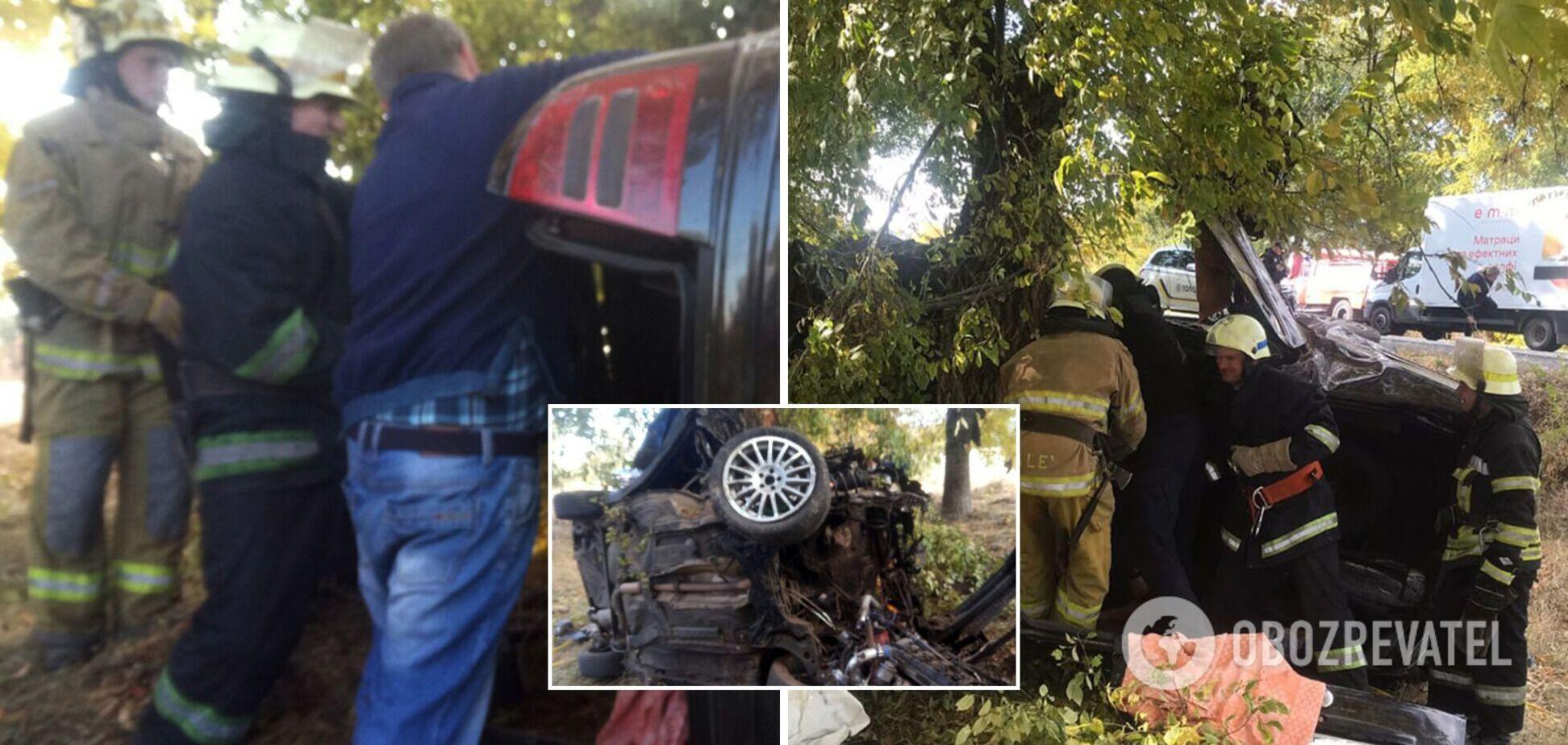 Skoda Octavia на большой скорости врезалась в дерево