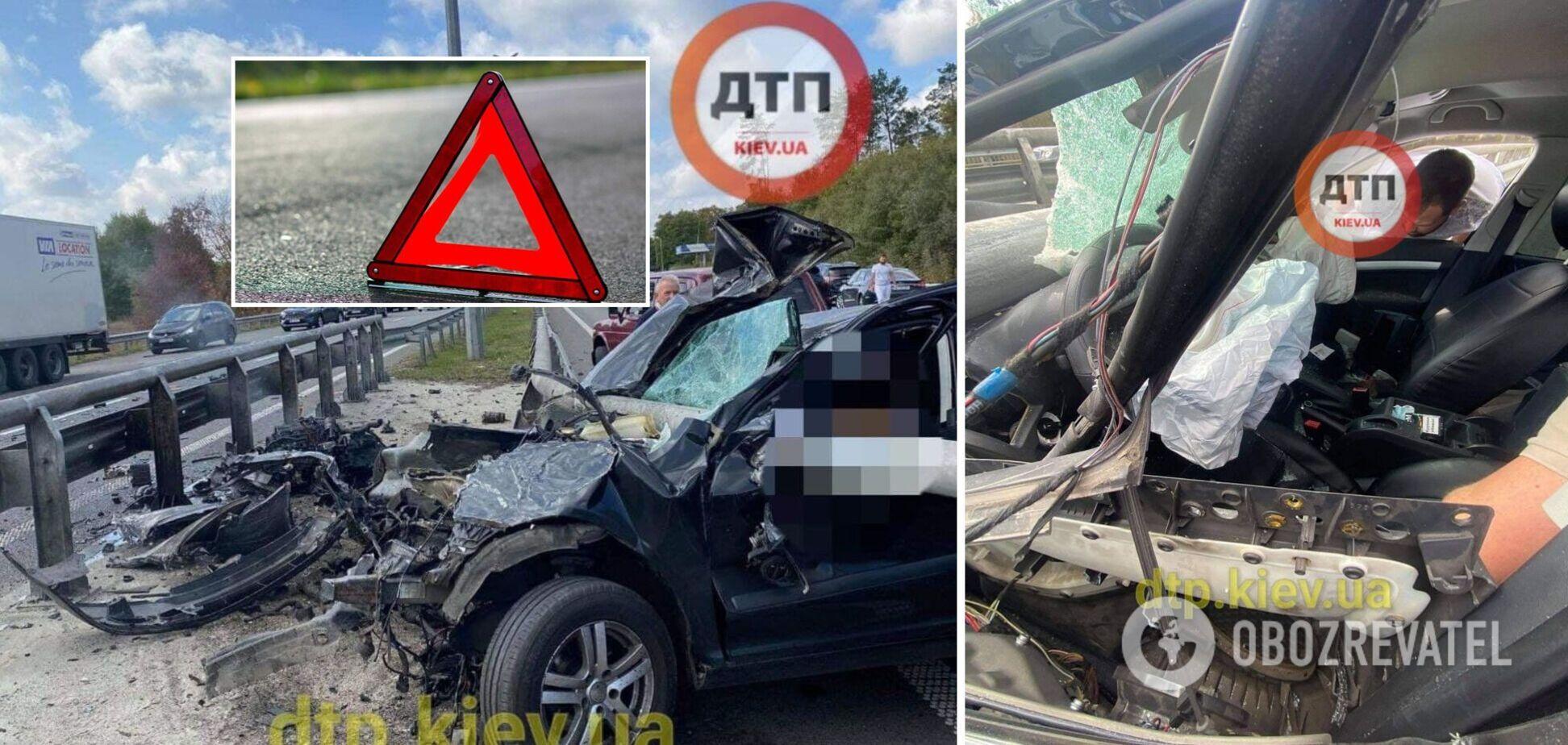Під Києвом авто на швидкості влетіло у відбійник, він 'прошив' салон: водій дивом вижив. Фото
