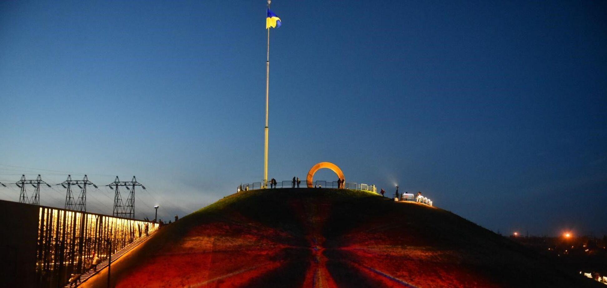'Велике будівництво' Зеленського змінює Хортицю: на острові запустили лазерне шоу