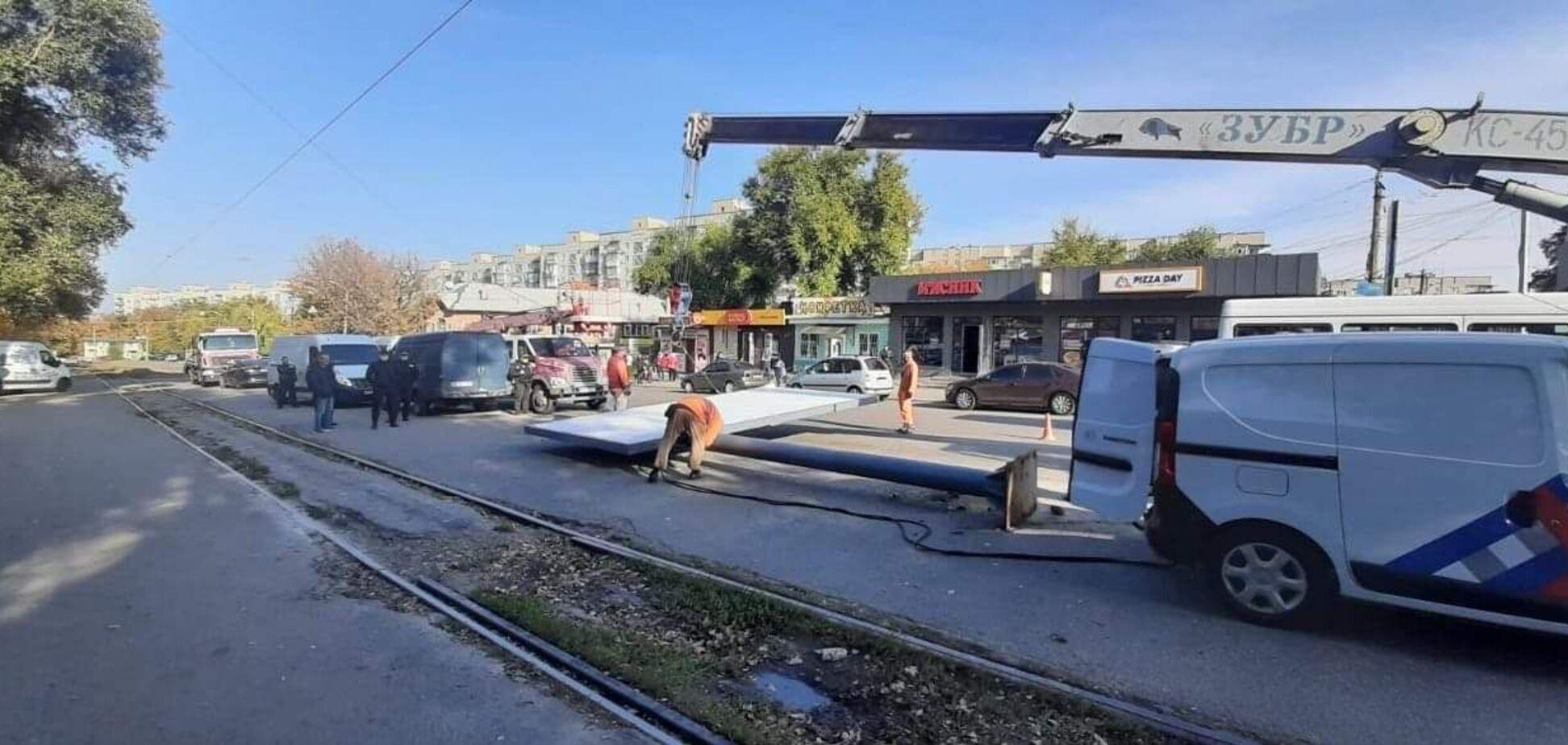 У Дніпрі триває демонтаж ще майже 150 незаконних рекламних конструкцій, – Філатов