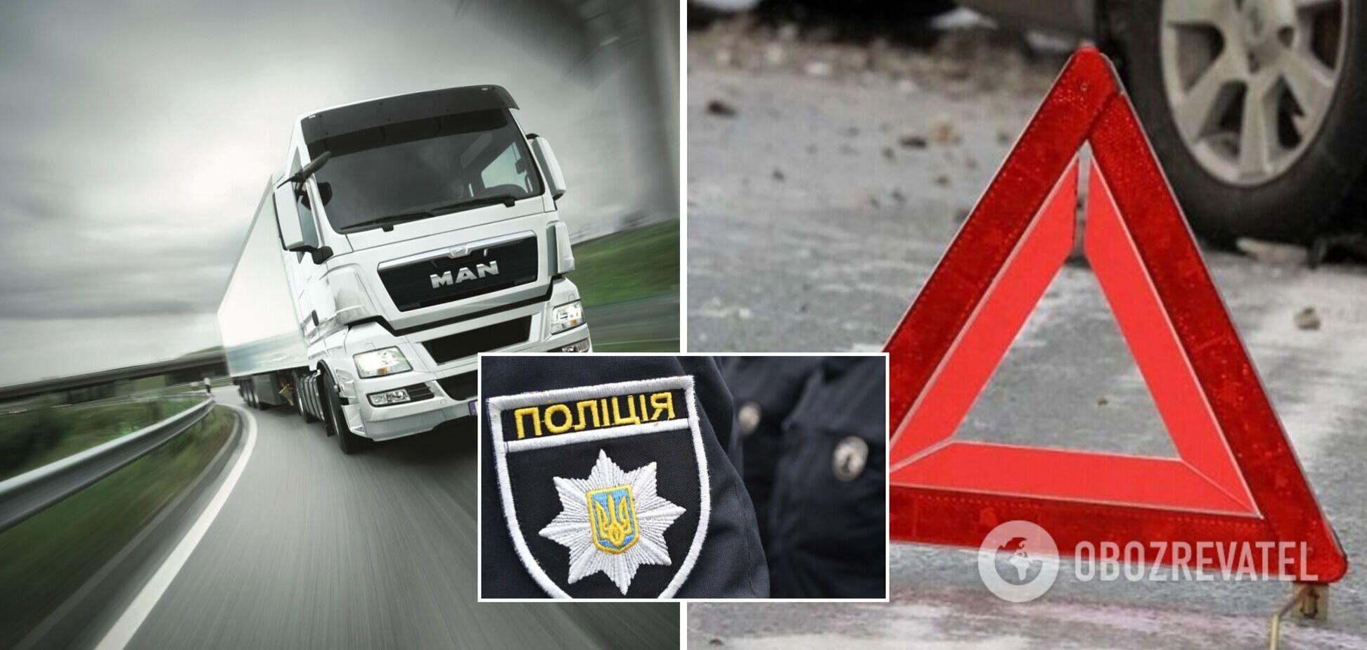 В Киеве водитель грузовика сбил двух пешеходов и скрылся: пострадал известный историк, его товарищ умер. Видео