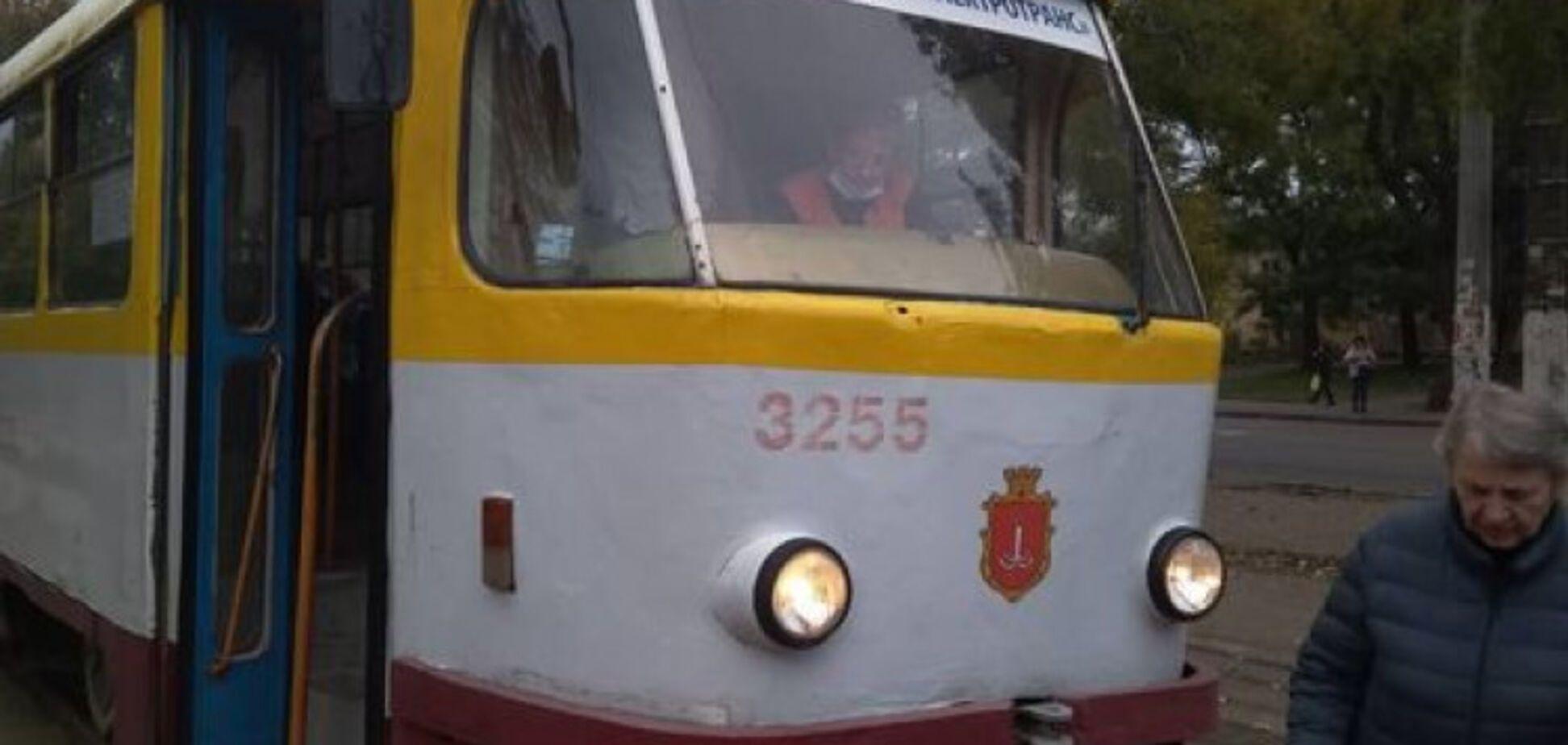 В Одесі літня пасажирка випала з трамвая
