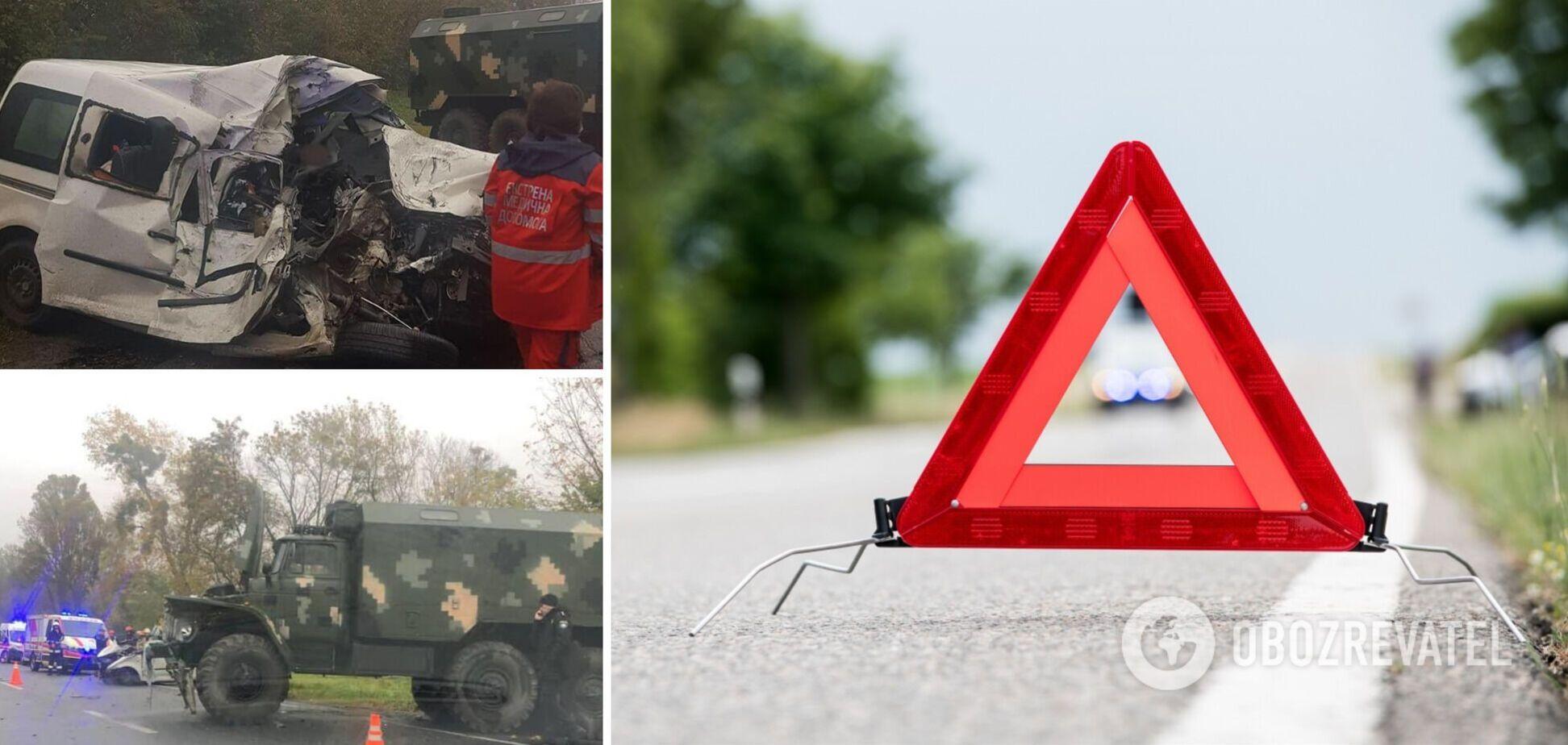 На трасі Тернопіль – Львів трапилася ДТП за участі військового 'Уралу', двоє людей загинули. Фото