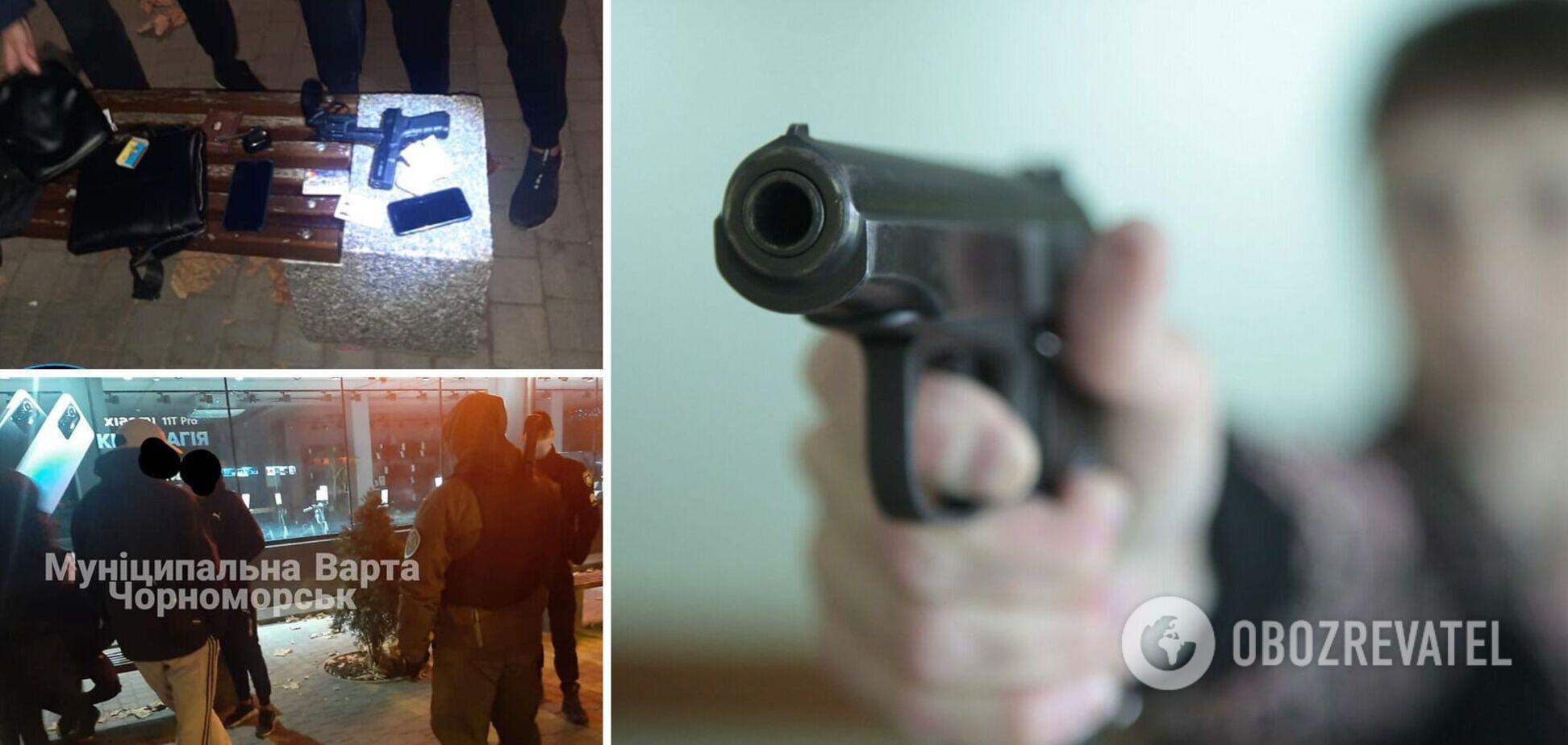Под Одессой молодчики обстреляли из пистолетов окна общежития, их задержали. Фото