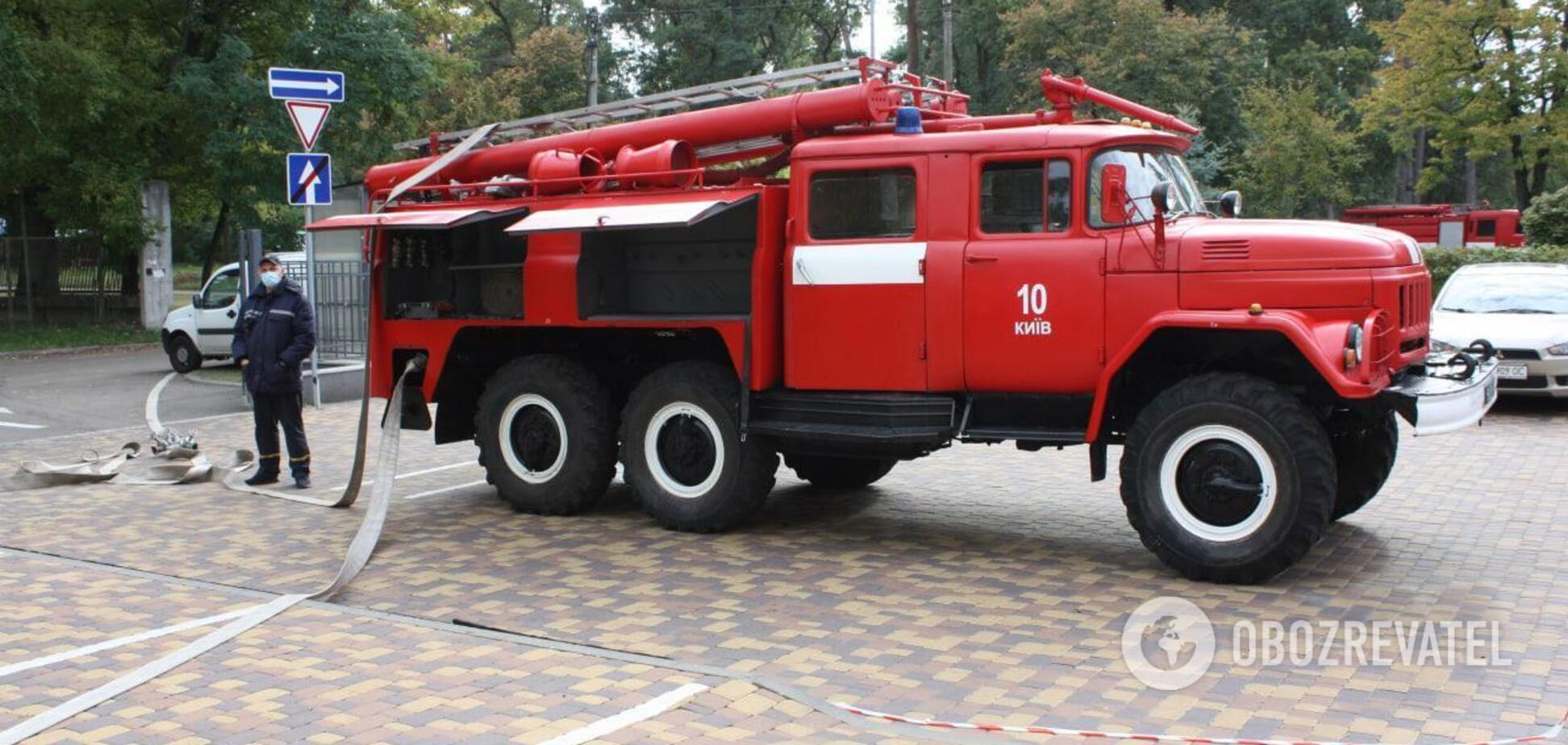 Пожежа в парку на Троєщині видно за кілька кілометрів