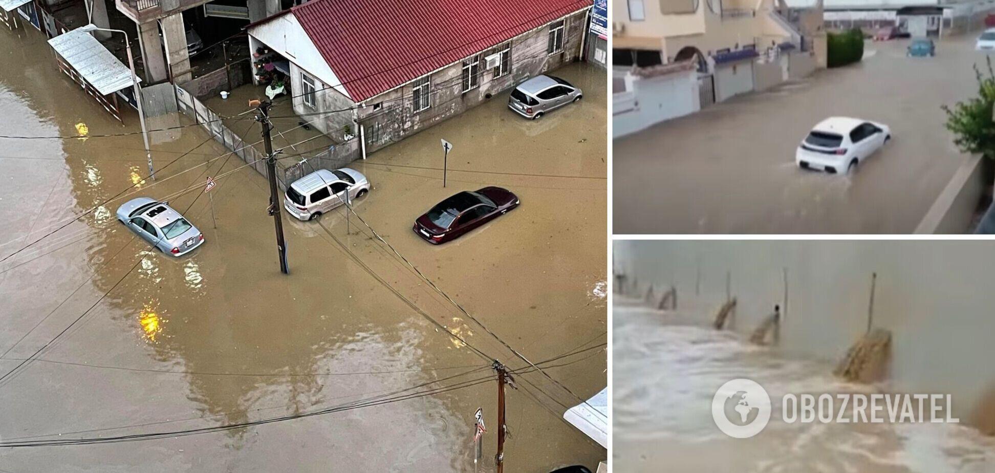 В Іспанії через сильні дощі сталася повінь, дороги перетворилися на річки. Відео