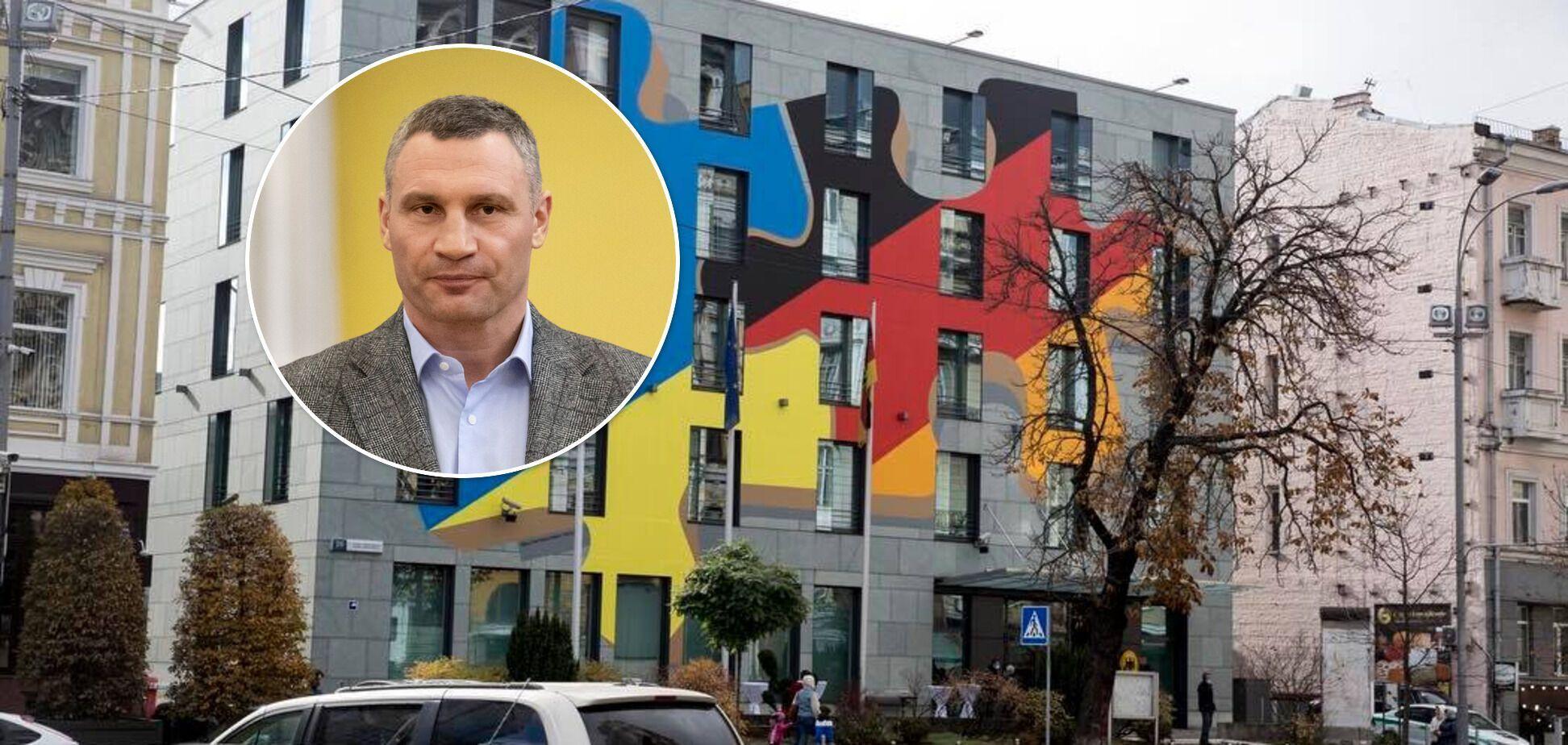 Кличко презентував художню композицію на будівлі Посольства Німеччини в Україні