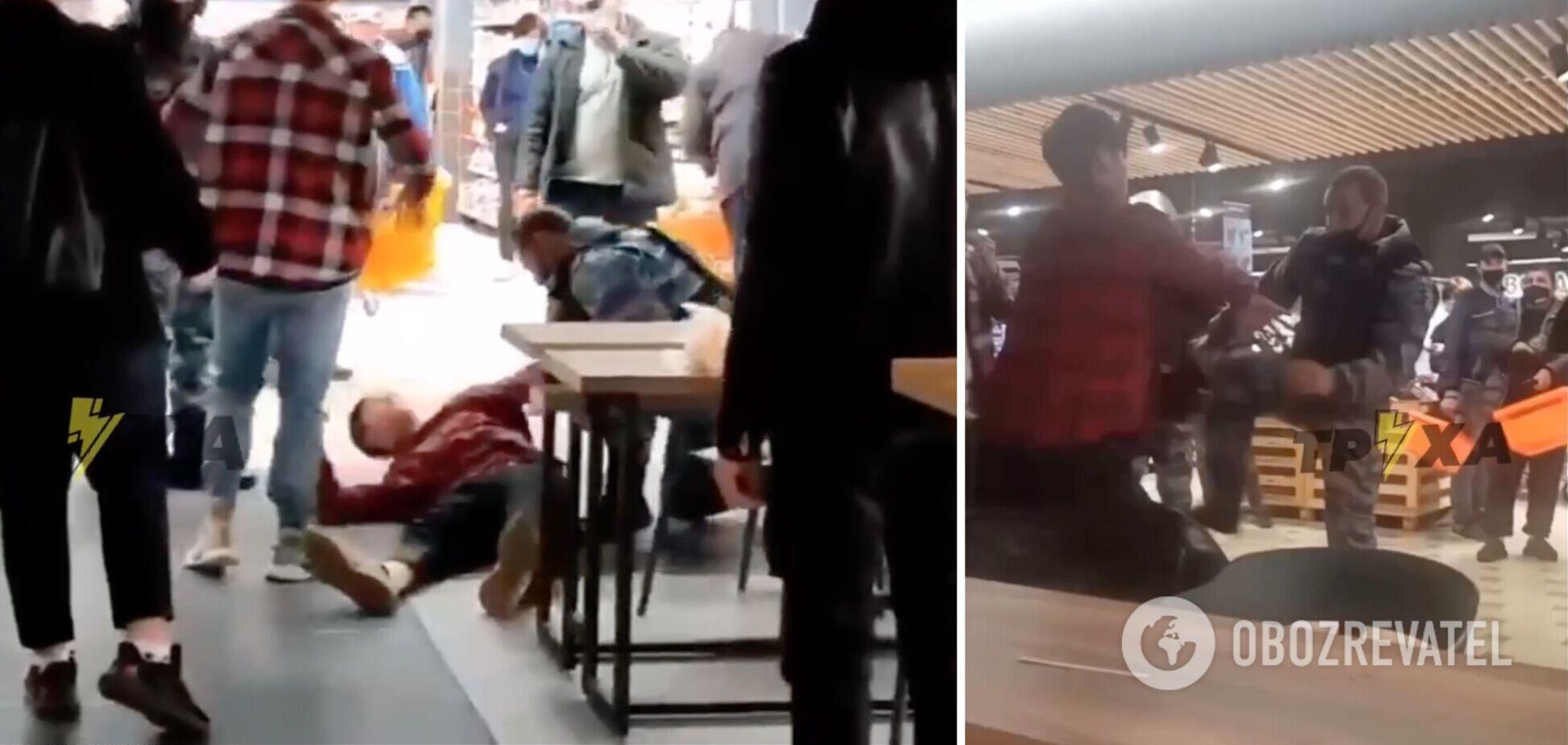 У Харкові підлітки влаштували бійку через куріння в кафе: охорона застосувала 'перцівку'. Відео
