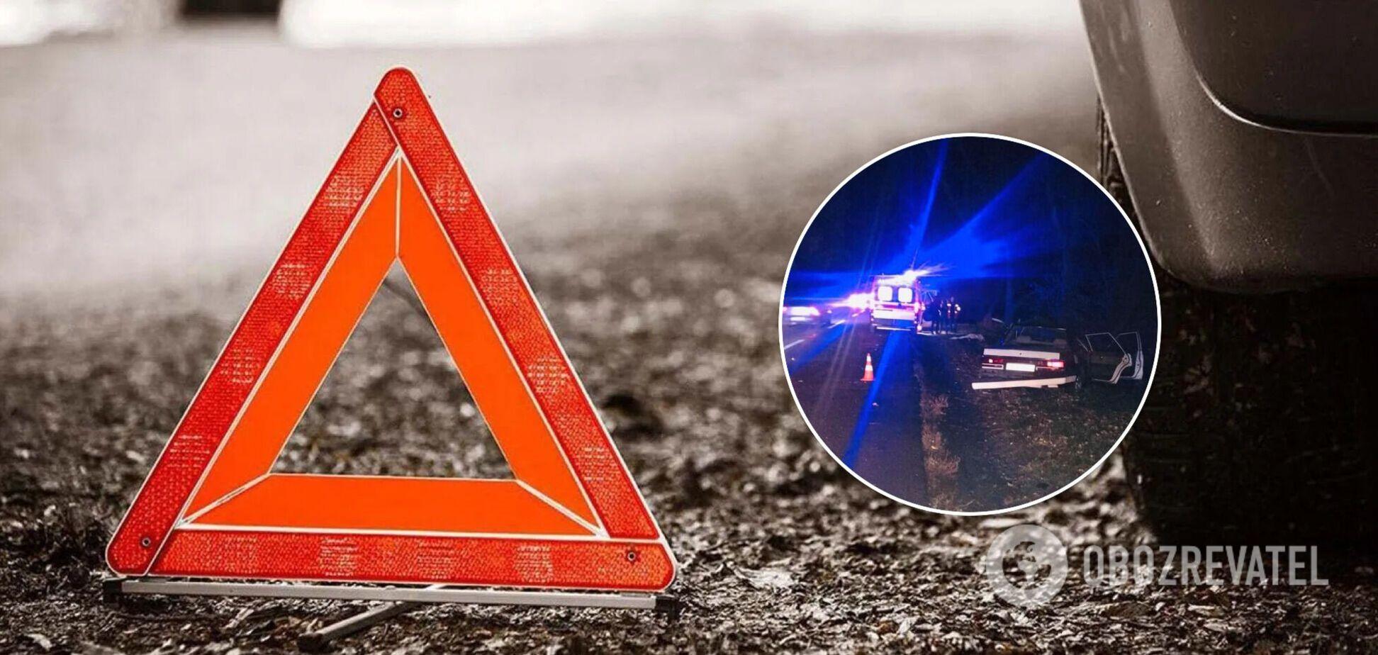 Под Киевом столкнулись две легковушки: водитель погиб, его жена и дети пострадали. Фото