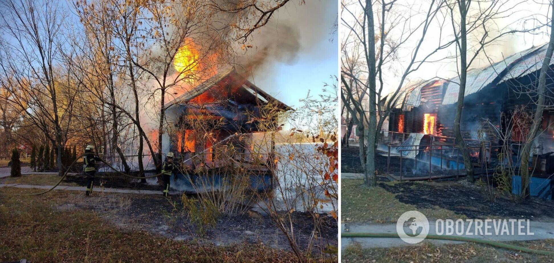 У київському Гідропарку спалахнула потужна пожежа: усі подробиці і відео