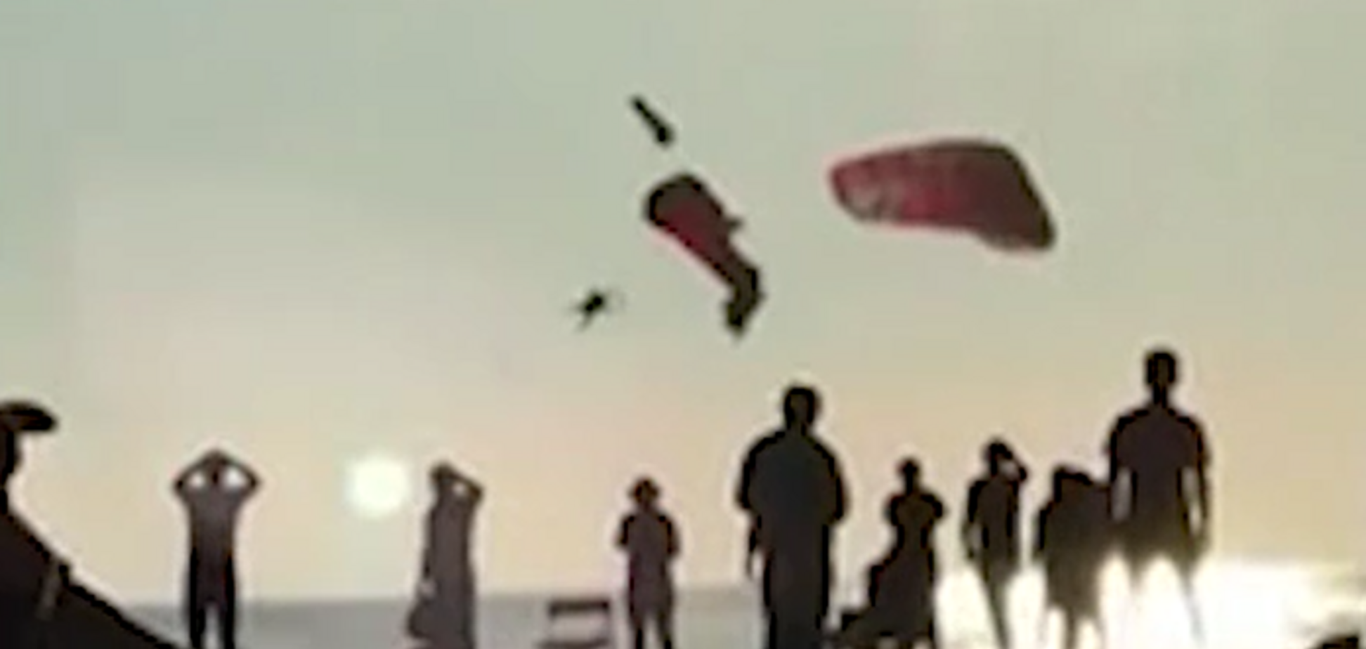 У Туреччині в повітрі зіткнулися два екстремала