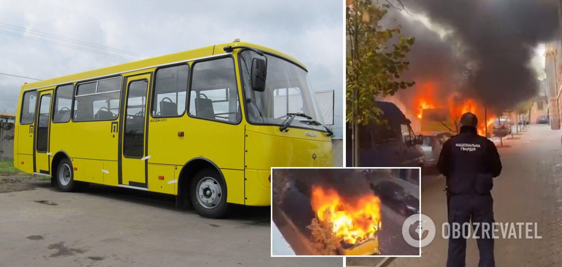 У Чернівцях посеред вулиці спалахнула маршрутка, піднявся стовп вогню і диму. Фото і відео