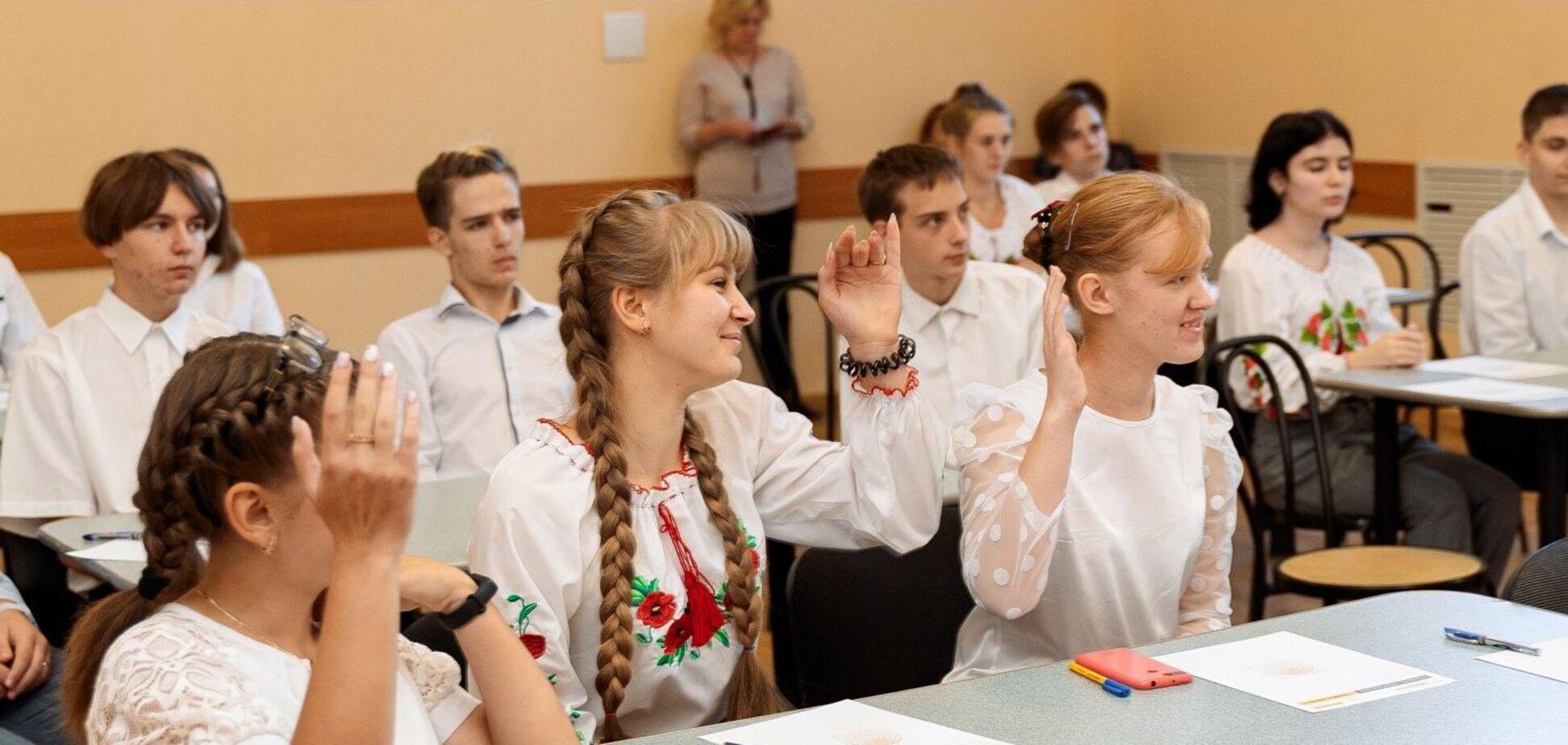 Фонд Ахметова объявил победителей творческого конкурса для школьников