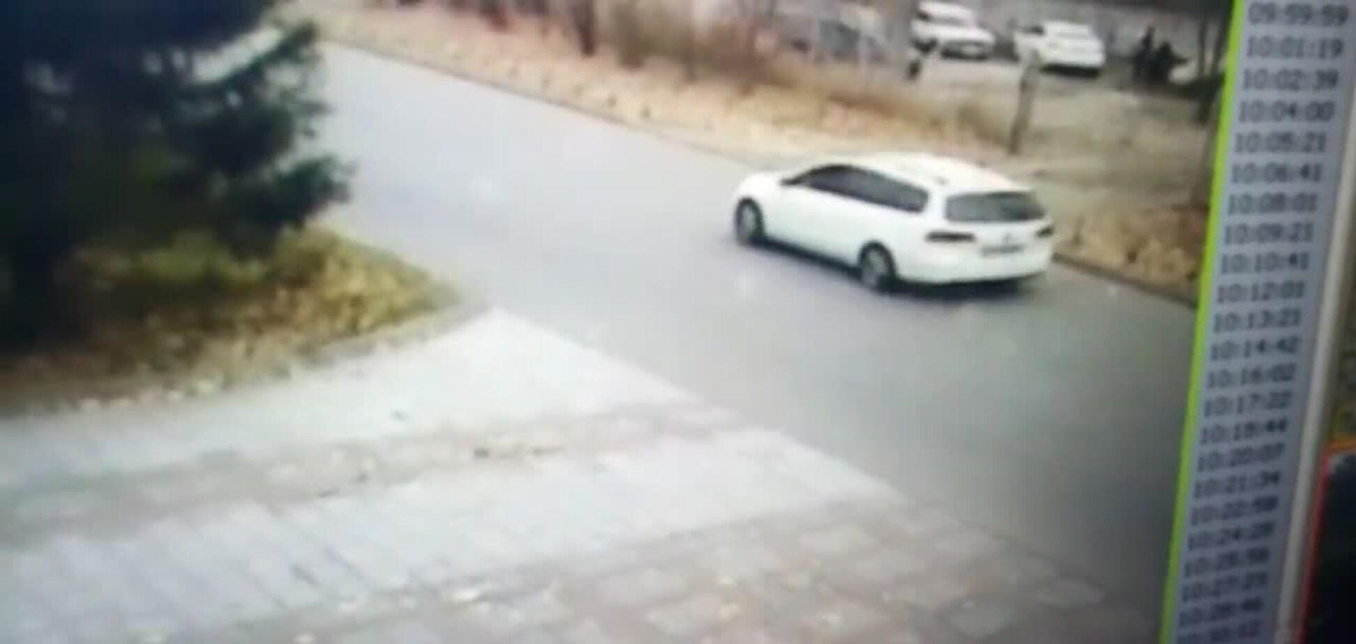 За Порошенко снова следит неизвестный автомобиль