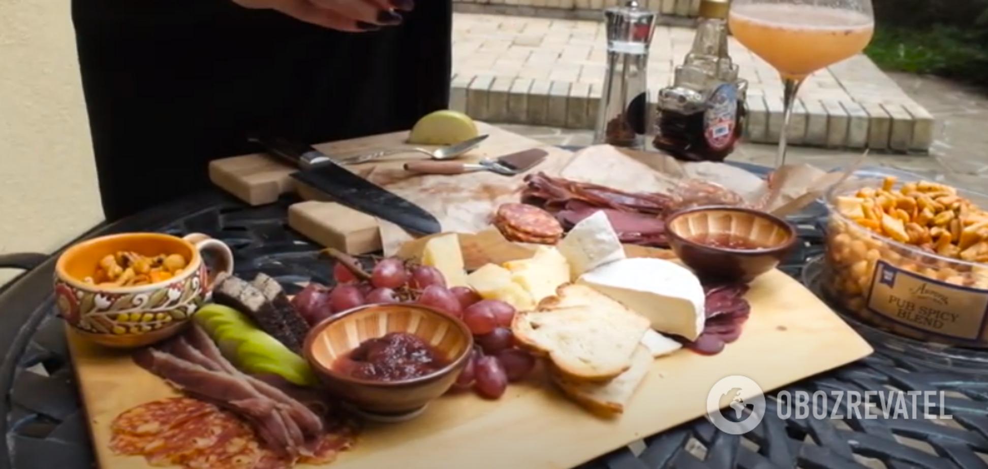 Як скласти м'ясо-сирну тарілку з того, що під рукою