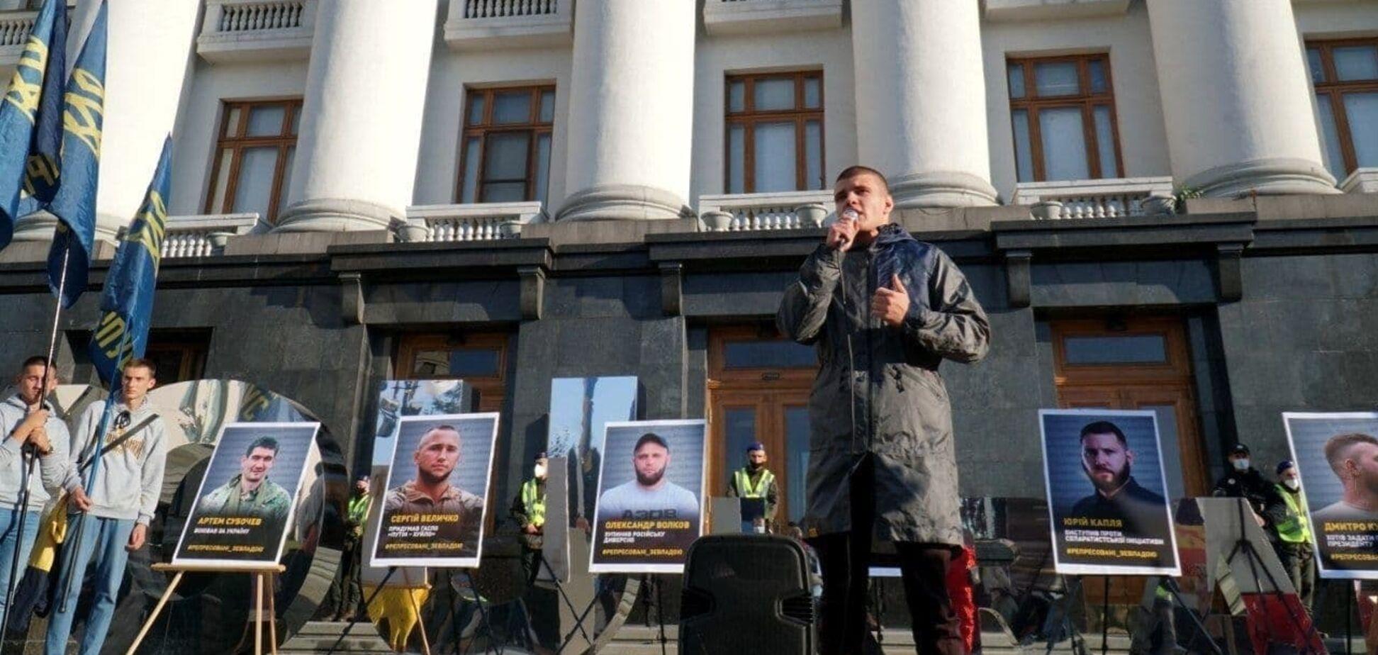 Нацкорпус приніс під Офіс президента фотографії ветеранів війни